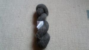 Undyed darkgrey yarn 8/1