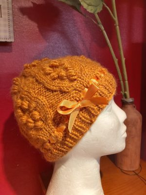 Kootud mummudega müts